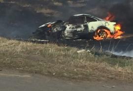 Появились фото страшного ДТП, в котором авто вылетело с трассы Омск – Тара и подожгло поле