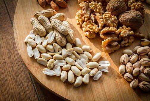 Ученые назвали самые полезные орехи для сердца и сосудов