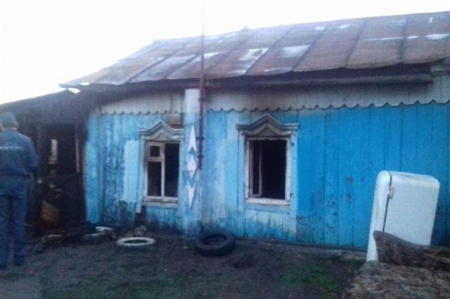 В Башкирии при пожаре погибли женщина и двое детей