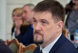 Омский депутат Афанасьев обеспечил детский сад приставками для приема цифрового телевещания