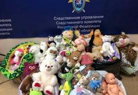 Ради детей омские следователи расстались с любимыми игрушками и книгами
