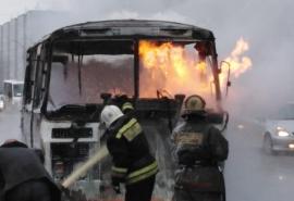 В Омске дотла сгорел пассажирский автобус дочки «Титана»