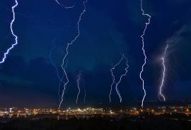К Омской области подошел циклон с дождями и грозами