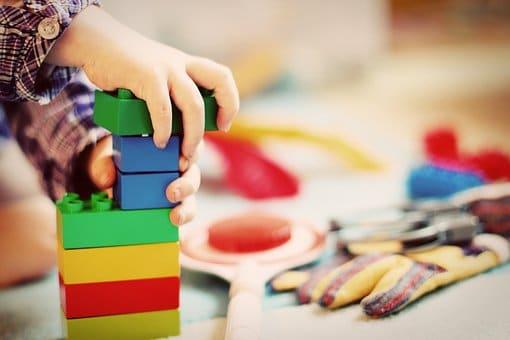 В Башкирии в детском саду на ребенка упал шкаф для одежды