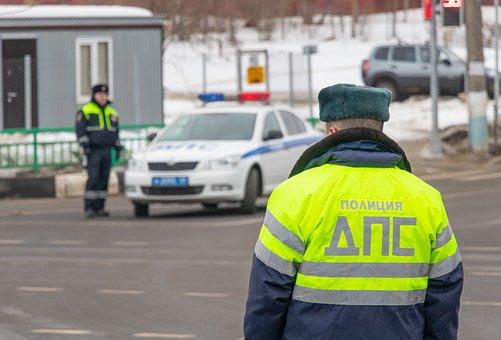 В Иркутской области пьяный водитель сбил двоих инспекторов ДПС