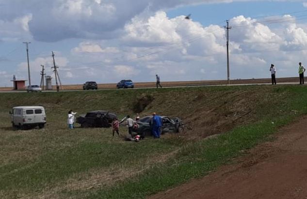 В жутком ДТП в Башкирии погибли двое, пострадали пятеро