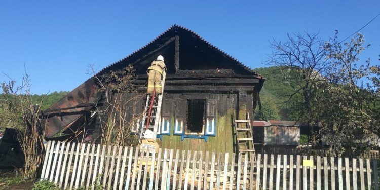 СК: В Башкирии расследуются обстоятельства гибели в пожаре трех человек