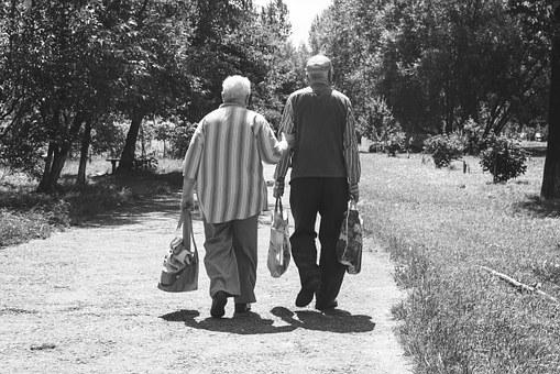 Роспотребнадзор рассказал, как пенсионерам защититься от мошенников