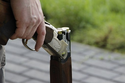 В Башкирии обвинили водителя, наставившего ружье на полицейского