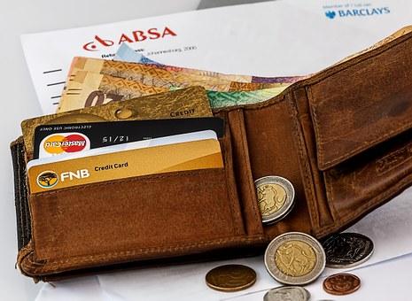 В России ограничат снятие наличных с банковских карт
