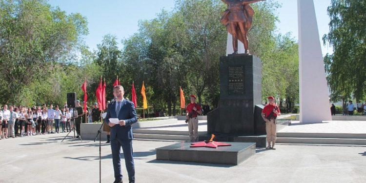 Радий Хабиров возложил цветы к мемориалу «Вечный огонь»