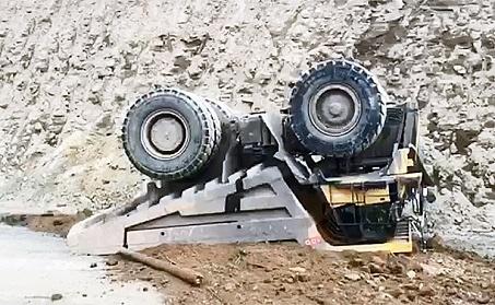 В Башкирии на карьере перевернулся самосвал, погиб водитель