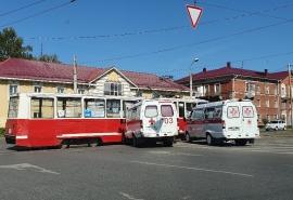 В Омске «скорая помощь» врезалась в трамвай