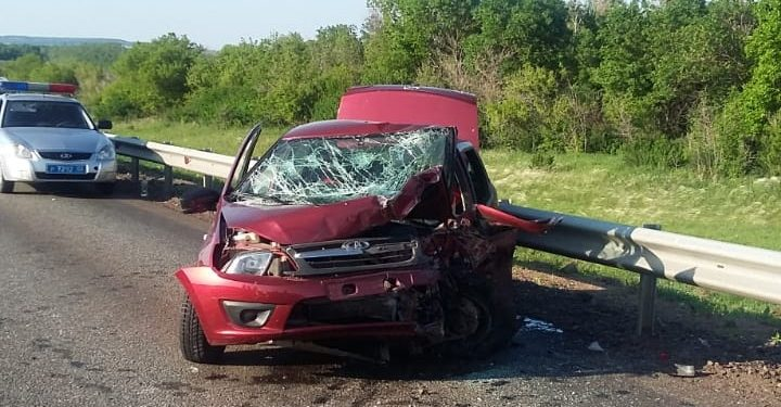 В Башкирии в ДТП погиб водитель, пострадали шестеро