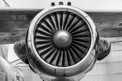 Самолет, летевший в Уфу, экстренно сел в Самаре
