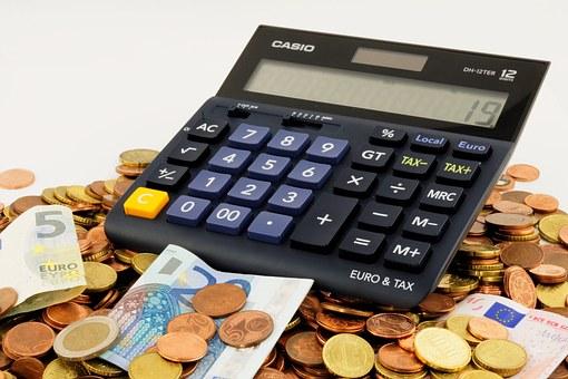 Бедных россиян могут освободить от уплаты налогов