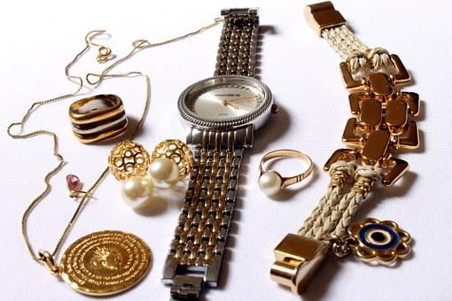 В Уфе грабитель срывал с женщин золотые украшения