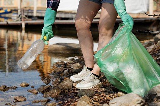 Ученые назвали продукты, содержащие опасный пластик