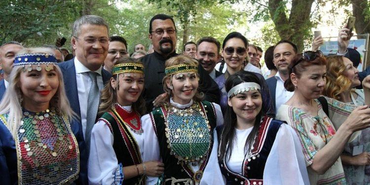 Актер Стивен Сигал посетил Сабантуй в Сибае