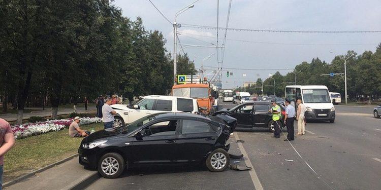 В Уфе столкнулись сразу шесть машин
