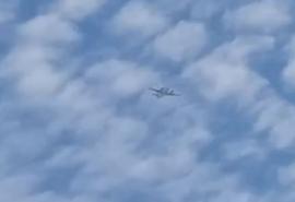 В небе над Омском второй день кружит самолет