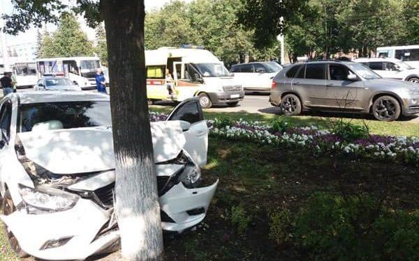 В Уфе женщина за рулем BMW спровоцировала ДТП, пострадала 3-летняя девочка