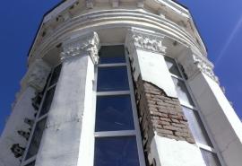 Жители дома со шпилем добились прохода в аварийную башню, но не безвозмездно