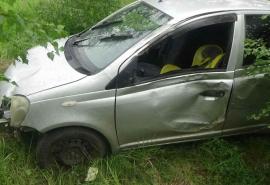 С омской трассы слетела и опрокинулась иномарка с женщиной и 4-летним ребенком внутри