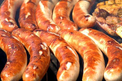 Росконтроль назвал опасные для здоровья колбаски для гриля