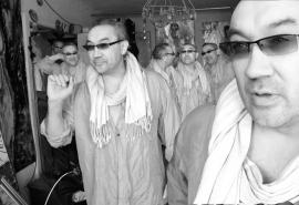 Брат омского художника Дамира Муратова, который упал с лестницы, умер в больнице
