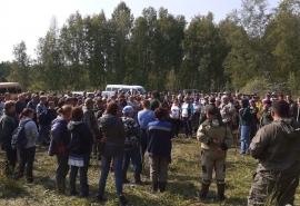 В омском лесу сотни людей вторые сутки ищут 3-летнего Колю Бархатова: что известно на данный момент