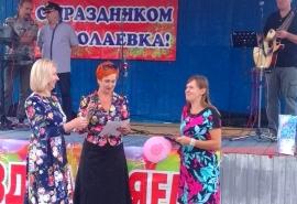 Депутат Инна Гомолко поздравила жителей поселка «Николаевка» с Днем города