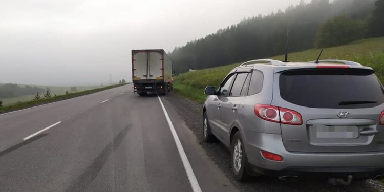В Башкирии женщину сбили одновременно легковушка и грузовик