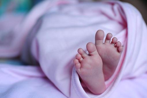 Ученые выяснили, как рождение путем кесарева сечения влияет на детей