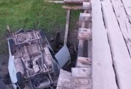 В Омской области погиб молодой парень на УАЗе погиб, свалившись с моста