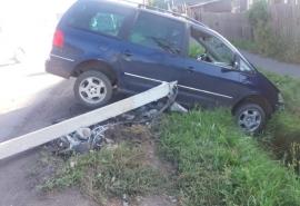 Омич погиб, въехав на автомобиле в столб