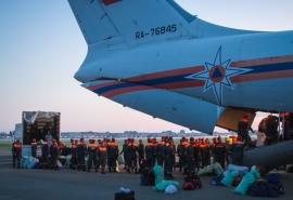 Омские спасатели вернулись из горящего Красноярского края