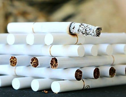 Названы продукты, защищающие курильщиков от рака