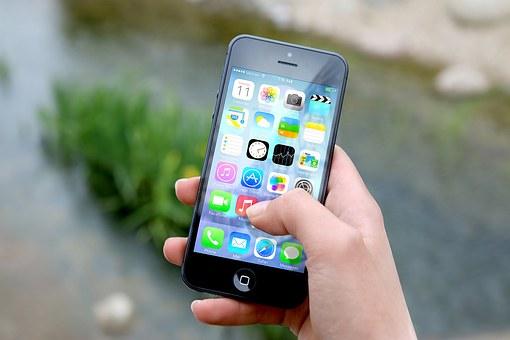 Эксперты назвали разряжающие смартфоны приложения