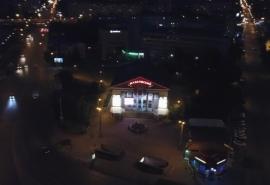 В высотку возле Успенского собора в Омске врезался беспилотник