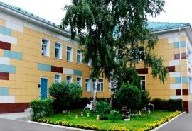 Полиция проверит омскую воспитательницу детсада, которая пнула ребенка