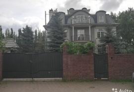 За 15 млн рублей теперь любой желающий может стать омским соседом депутата Голушко