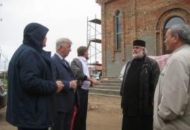 Виктор Шрейдер оценил ход строительства храма в Черлаке