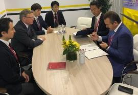 На ВЭФ омский губернатор Бурков договорился о сотрудничестве с крупной японской компанией