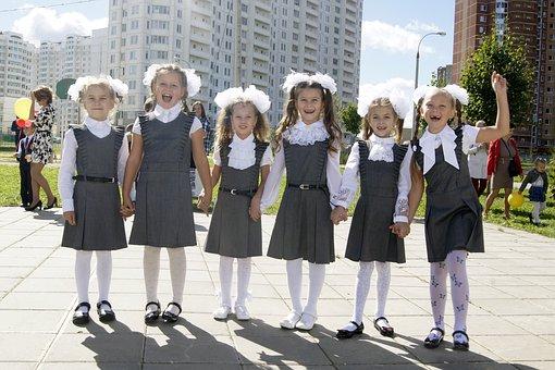 В России сделают ГОСТ для школьной формы
