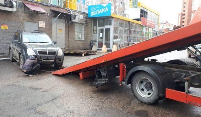 В Уфе приставы арестовали дорогой автомобиль неплательщика налогов