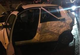 В Омске водитель «Ленд Крузера» разворотил легковушку, полную молодых девушек, и сбежал