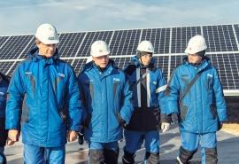 Омский нефтеперерабатывающий завод открыл первую в регионе солнечную электростанцию