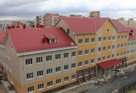 В омскую школу, где с потолка периодически падает штукатурка, назначили свежую голову