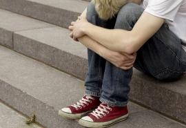 В Омске подросток с длинной челкой исчез из дома